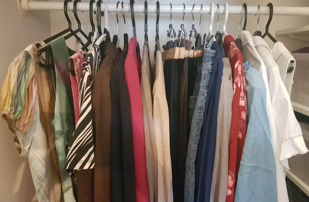 Henkaritangossa vaatteita esimerkkinä millainen vaatekapseli voisi olla